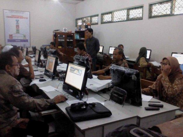 Jum'at (9/11/12). Pelatiahan Implementasi Dasar di SMPN 1 Temon Kulonprogo