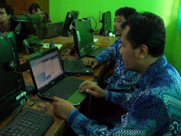 Rabu (12/12/12). Kepala Sekolah SDN Sawah III mengikuti pelatihan dari awal hingga akhir.