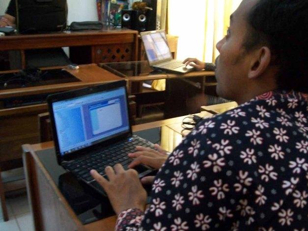 GUNUNGKIDUL, Kamis (20/12/12). Peserta menyelesaikan langkah terakhir pembuatan Media Pembelajaran Interaktif.