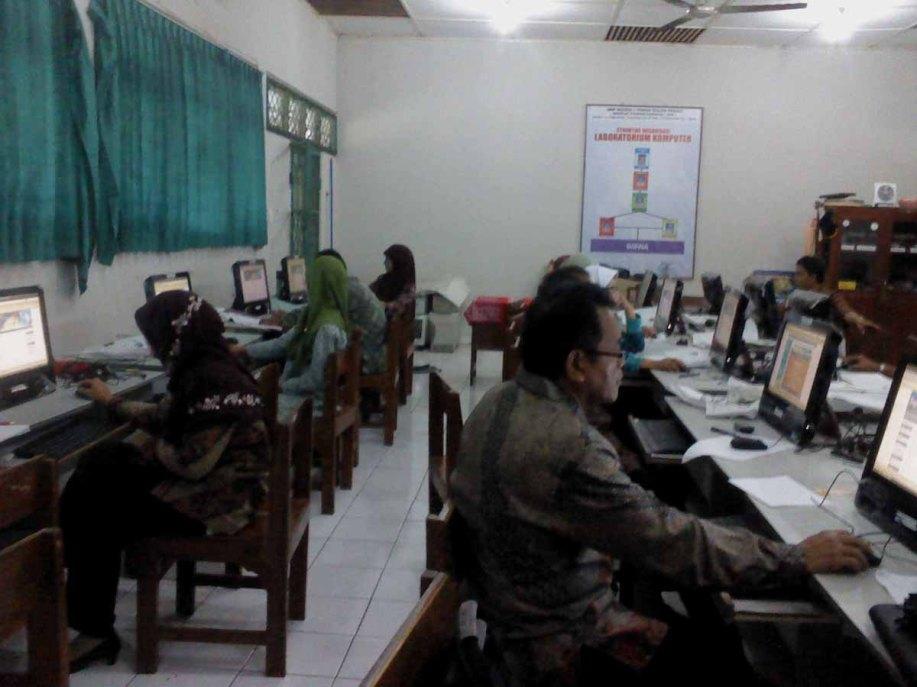 KULONPROGO, Jum'at (9/11/12). Suasana pelatihan di SMPN 1 Temon.